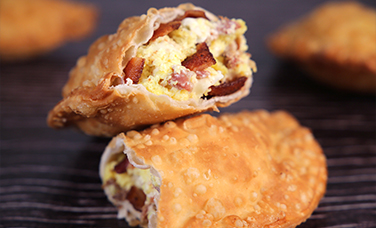 BACON, EGG & PEPPER JACK EMPANADA